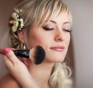 Cours de maquillage par professionnelle